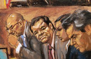 """Joaquín """"El Chapo"""" Guzmán (2i) y sus abogados Eduardo Balarezo (i) y Jeffrey lichtman. FOTO/EFE"""