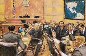 """Reproducción fotográfica de un dibujo realizado por la artista Jane Rosenberg de una vista general de la continuación del juicio contra el narcotraficante mexicano Joaquín """"El Chapo"""" Guzmán. FOTO/EFE"""