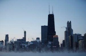 Un hombre de 70 años apareció este miércoles congelado en Detroit, informó la policía de esta ciudad de Michigan, donde se registró una sensación térmica que rondó los 30 grados bajo cero.