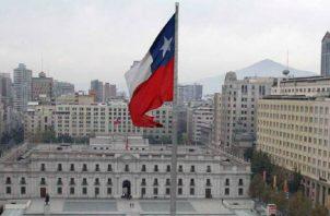 Chile tiene una industria muy fuerte y gran parte de la riqueza local es administrada por gestores locales.