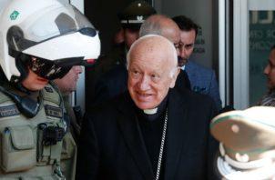 La Santa Sede informó hoy en un comunicado de que el pontífice ha aceptado la renuncia presentada por el cardenal