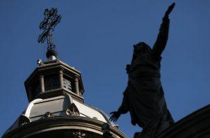 La Fiscalía de la localidad de O'Higgins, que investiga estos requerimientos, estableció que el abuso se produjo en 2015, cuando el demandante se acercó a la Catedral de Santiago para pedir ayuda económica con el fin de poder adquirir unos medicamentos para su hija.