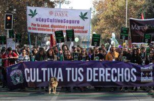 La manifestación recorrió el centro de la capital chilena y pasó por delante del Palacio de La Moneda.