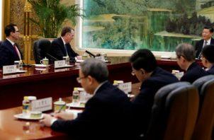 """Previamente, el representante comercial estadounidense Robert Lighthizer informó al presidente chino, Xi Jinping, que los negociadores habían """"logrado avances""""."""