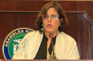 Eyda Varela de Chinchilla desconoce del fondo de fibra óptica para aumento a jubilados.