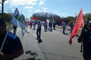 Los manifestantes ocuparon dos paños de la vía. Foto: José Vásquez.