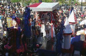Pasadas las tres de la tarde, realizaron su ingreso las reinas al parque Unión de Chitré.
