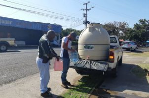Se inició un plan de distribución de agua en carros cisternas en Chitré. Foto: Thays Domínguez.