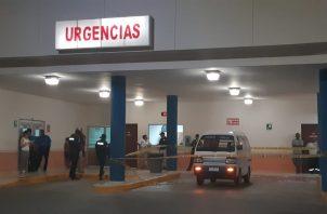 La víctima fue trasladada en un panel a recibir atención médica en el hospital Gustavo Nelson Collado, sin embargo murió antes de  ser atendido por los galenos. Foto/Thays/Domínguez