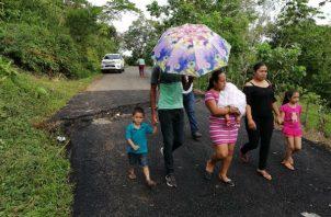 Se presume que el hundimiento de la vía ha sido por  las intensas lluvias. Foto: José Vásquez.