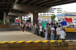 Los jubilados exigen al Gobierno que les aumente. Foto: @TraficoCPanama