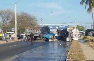 Tránsito vehicular afectado por el accidente. Foto: José Vásquez