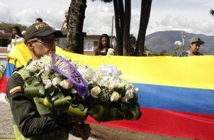 Recuerdan a los cadetes que perdieron la vida en un atentado terrorista. FOTO/EFE