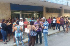 Los vendedores de lotería precisan que las ventas para el sorteo Extraordinario fueron muy bajas. Foto/Diómedes Sánchez