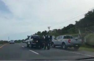 Personal del Ministerio Público investiga la causa de muerte del cadáver encontrado flotando en la provincia de Colón.