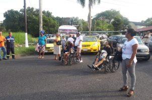 Los pacientes cerraron por espacio de una hora la calle. Foto/Diómedes Sánchez