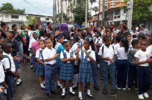 Los estudiantes, padres de familia y docentes exigen una pronta solución. Foto/Diómedes Sánchez