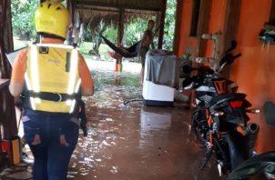 Las casas de la Costa Arriba de Colón fueron afectadas por el fuerte temporal. Foto/Diómedes Sánchez