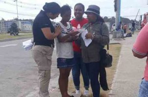 Le informan a los moradores de Altos del Lago, como hacer sus denuncias y como evitar los delitos. Foto/Diómedes Sánchez