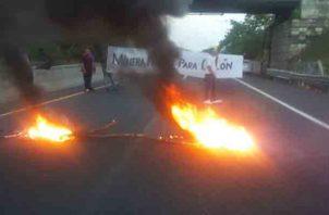 Los colonenses seguirán en las calles, por que según ellos, la empresa Minera Panamá, no ofrece plaza de trabajo a Colón. Foto/Diómedes Sánchez