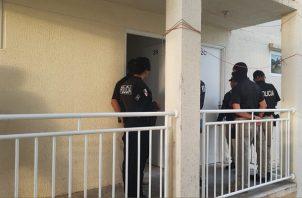 La Policía Nacional reforzó su pie de fuerza para realizar este operativo sorpresa. Foto/Diómedes Sánchez