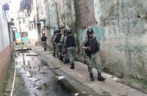 La Policía Nacional lleva a cabo una serie de operativos con el fin de dar con el paradero de los pistoleros. Foto/Diómedes Sánchez