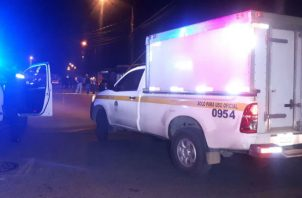 Personal de Criminalística llegó al lugar, donde mataron al joven en la provincia de Colón. ,