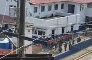 El subteniente de la Policía Nacional Sergio Cochez, se tomó por espacio de cuatro horas las instalaciones de la armería del Cuartel de la Calle 12 de Colón.