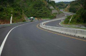 Buses usaban la autopista y no la carretera vieja. Foto. Diómedes Sánchez