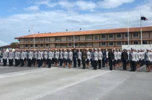 Graduación de cadetes de la Policía Nacional en el Residencial José Dominador Bazán. Foto: Diómedes Sánchez.
