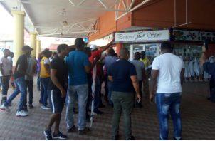 Los integrantes de la Federación Sindical se dirigían en esos momentos hacia las oficinas regionales del MIVI para protestar, pero no pudieron llegar.