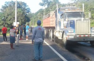 Protestan por falta de agua potable en su comunidad. Foto: Diómedes Sánchez.