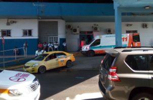 Fueron trasladados en ambulancias al hospital de Colón. Foto: Diómedes Sánchez.
