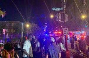 Las víctimas -cinco hombres y una mujer mayores de edad- estaban en el patio de un complejo de apartamentos. FOTO/AP