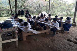 Heidy Pineda, docente y también dirigente  de AEVE confirmó que este fin de semana se estarán reuniendo para evaluar el tema sanitario u descidir que acciones van a tomar.