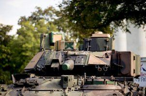 Dos vehículos de combate Bradley se encontraban estacionados cerca del monumento a Lincoln, desde el cual Trump pronunciará un discurso durante el festejo. FOTO/EFE