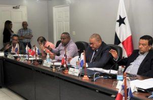 La sesión de la Comisión de Presupuesto fue presidida por el diputado perredista,  Benicio Robinson.