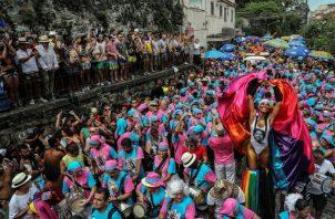 Varias comparsas participan de la fiesta del Carnaval. FOTO/EFE