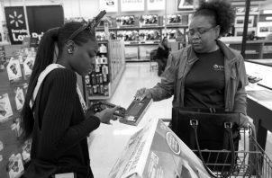 Es necesaria la defensa efectiva del derecho del consumidor, de recibir clara, veraz y oportuna la información sobre el producto o servicio que va a adquirir. Foto: Archivo.