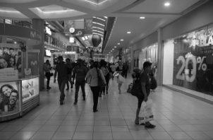 Un consumidor informado y educado, tiene poder de manejar mejor su presupuesto. Foto: Archivo.