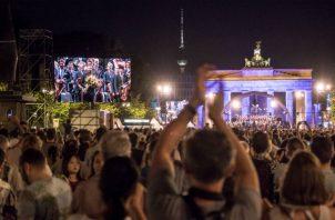 Un concierto en Berlín atrajo a 20 mil personas a ver al director de orquesta Kirill Petrenko asumir el puesto. Foto/ Gordon Welters para The New York Times.