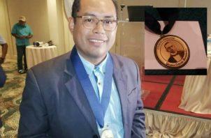 El periodista de Panamá América Adiel Bonilla ganó el primer concurso Gaspar Octavio Hernández. Foto: Panamá América.