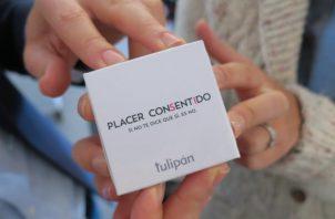 Muestran el preservativo del consentimiento. Foto: EFE