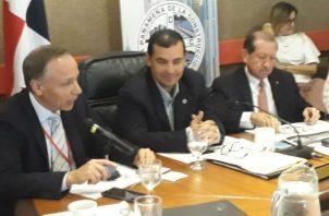 Cortesía de sala dada a Gaspar Tarté, encargado  del proyecto de modificación  de la Ley de Contrataciones Públicas.