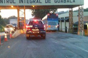 La aprehensión de este ciudadano procedente de la ciudad de Panamá se logró a través de una diligencia de registro e inspección en un bus  que viajaba de la ciudad de Panamá a la provincia de Chiriquí.