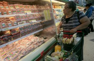 Consumidores y empresarios han manifestado que la medida ha encarecido los alimentos no regulados. Foto: Panamá América.