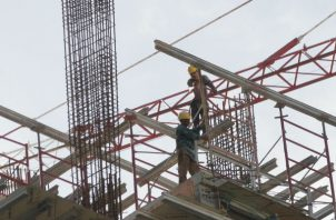 Establecen los requerimientos del empaque, transporte, almacenamiento y uso del cemento.