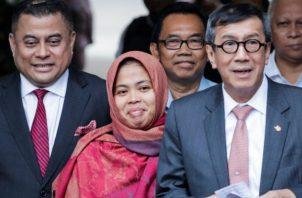 El juez hizo pública la decisión tomada el pasado viernes por el Fiscal General de Malasia, Tommy Thomas, de retirar la acusación contra la indonesia y la puso en libertad tras pasar más de dos años bajo custodia policial.