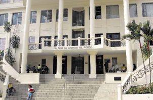 129 profesionales del Derecho presentaron sus documentos ante la Comisión Especial de Evaluación. Foto: Panamá América.