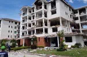 El edificio afectado tendrá que pasar por un proceso de evaluación y reconstrucción para que las familias puedan regresar a vivir. Foto de cortesía